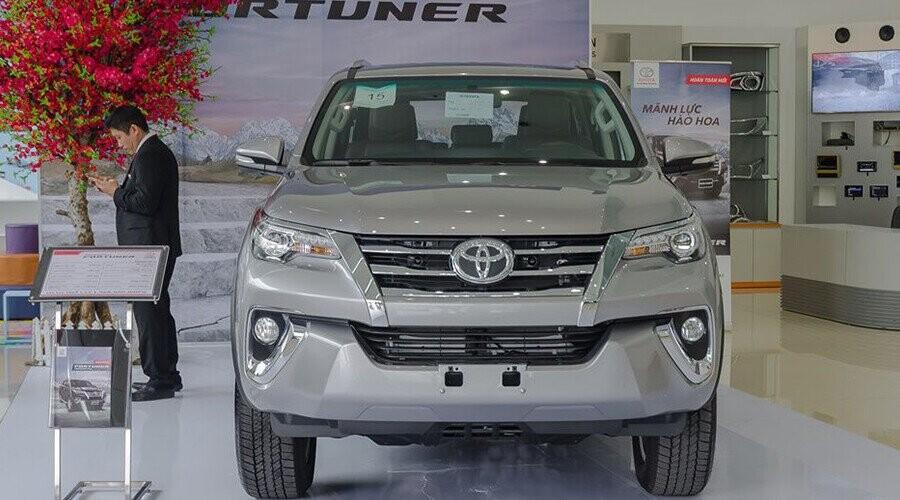 Đầu xe Toyota Fortuner thiết kế mạnh mẽ