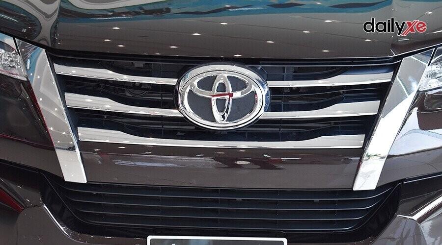 Ngoại thất Toyota Fortuner 2018 2.4 4x2 AT - Hình 3
