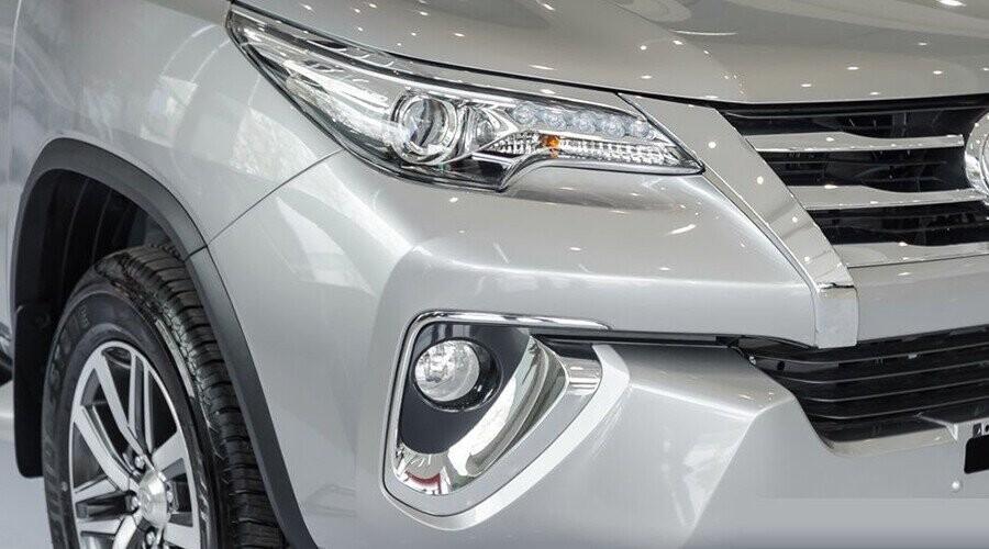 Toyota Fortuner thiết kế cụm đèn trước LED