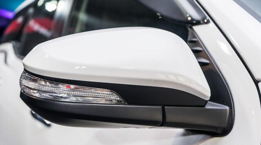 Gương chiếu hậu Toyota Fortuner tích hợp đèn rẽ báo