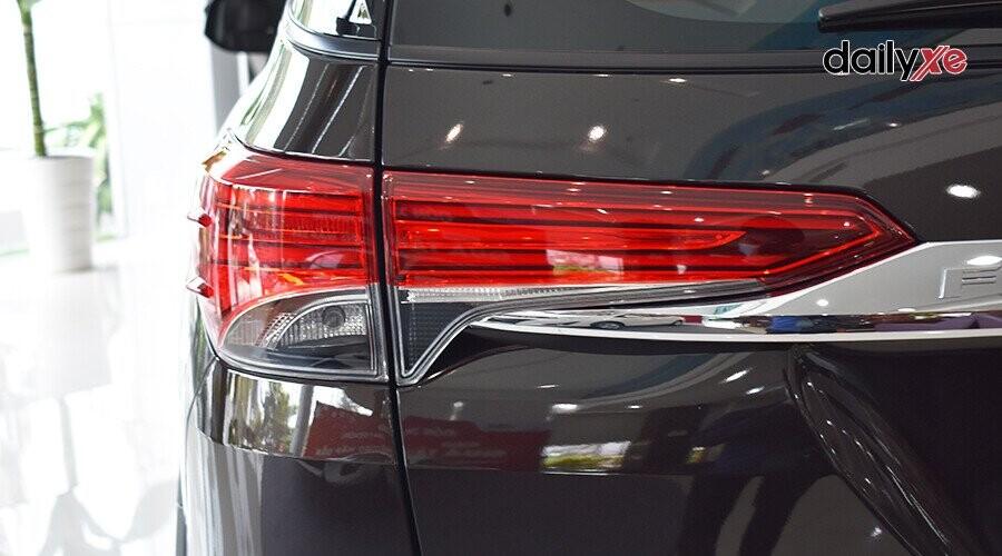 Ngoại thất Toyota Fortuner 2018 2.4 4x2 AT - Hình 9