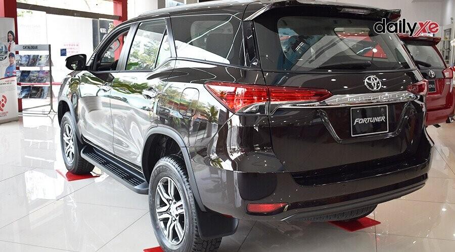 Ngoại thất Toyota Fortuner 2018 2.4 4x2 AT - Hình 1