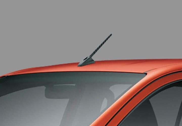 Ăng ten dạng cột ngắn được đưa về phía trước mui xe giúp cho việc chuyên chở những đồ vật dài trở nên dễ dàng hơn
