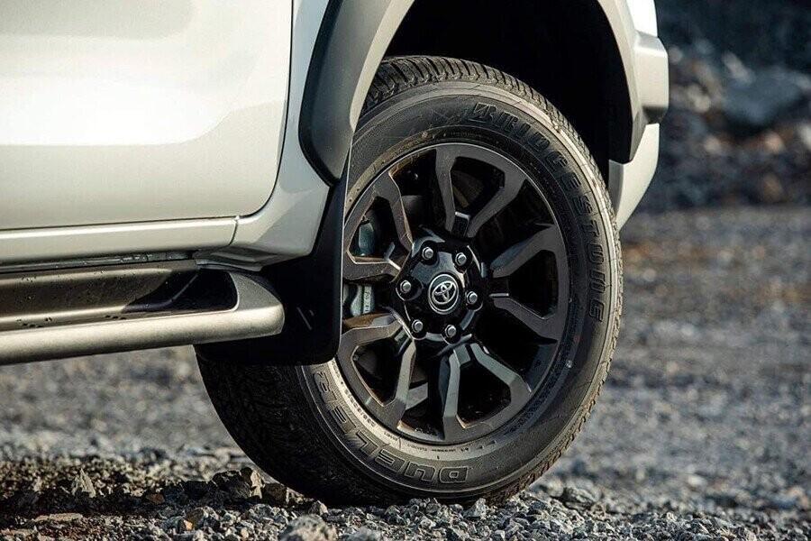 Phong cách thiết kế la-zăng Toyota Hilux hiện đại và thể thao