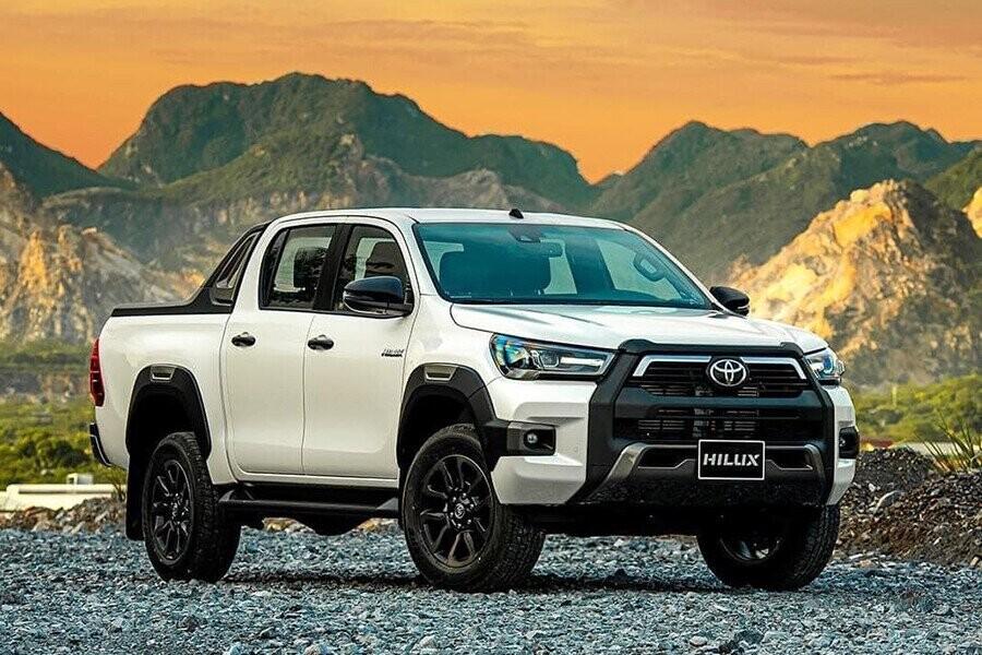 Toyota Hilux mẫu bán tải thiết kế mạnh mẽ