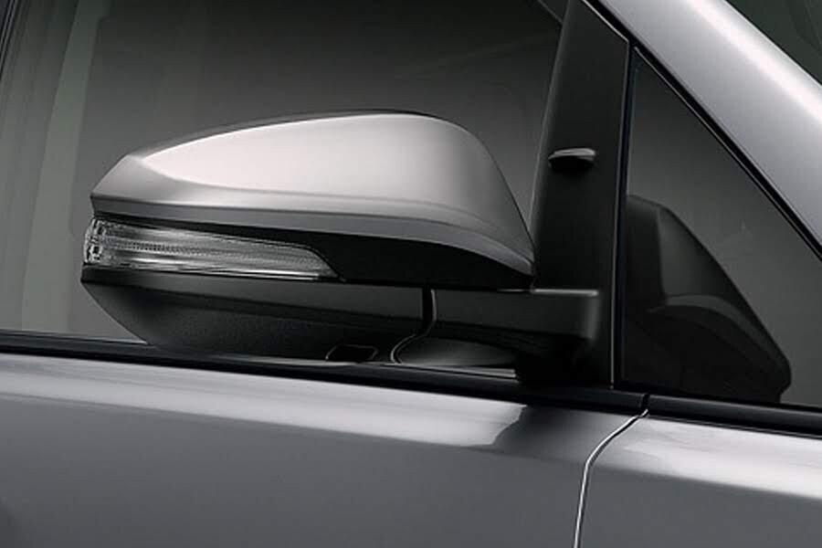 Ngoại thất Toyota Innova 2018 2.0E - Hình 5
