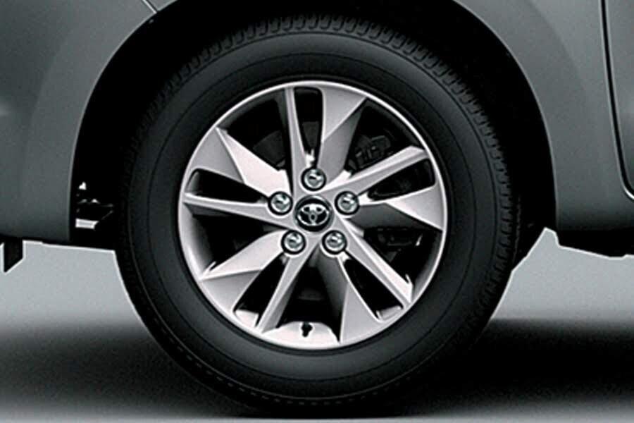Ngoại thất Toyota Innova 2018 2.0G - Hình 5