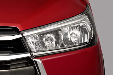 Ngoại thất Toyota Innova Venturer - Hình 3