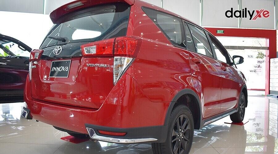 Góc đuôi Toyota Innova Venturer cuốn hút