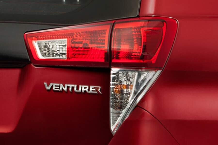 Ngoại thất Toyota Innova Venturer - Hình 7