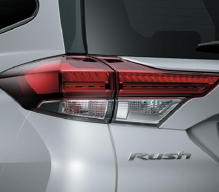 Đèn hậu với thiết kế mỏng và dài giúp đường nét của chiếc xe thêm tinh tế với góc nhìn từ phía sau.