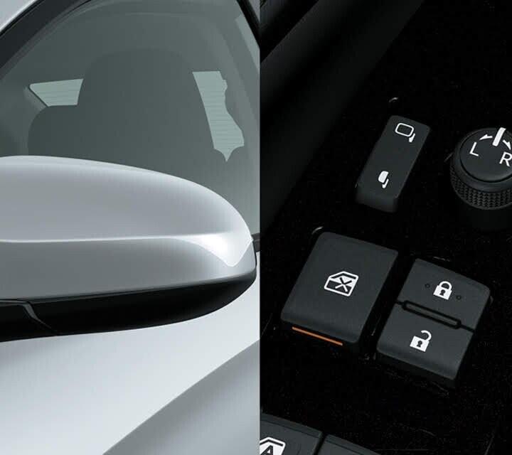Gương chiếu hậu bên ngoài có chức năng gập và điều chỉnh điện, tích hợp đèn báo rẽ thuận tiện người lái