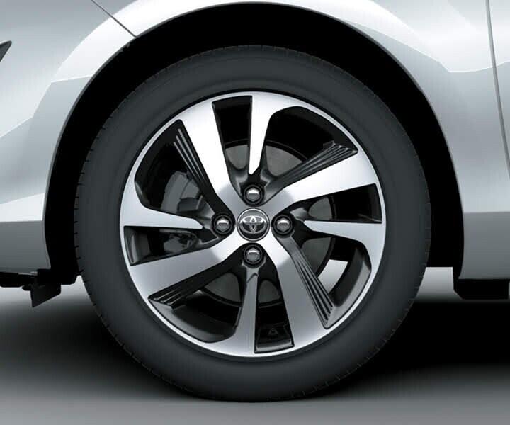 Mâm xe được trang bị mâm đúc 8 chấu đơn với thiết kế góc cạnh mang đậm phong cách thể thao