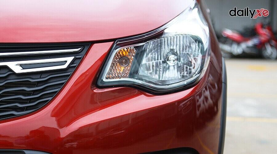 Đèn pha xe thiết kế vuốt nhọn sang hai bên sườn