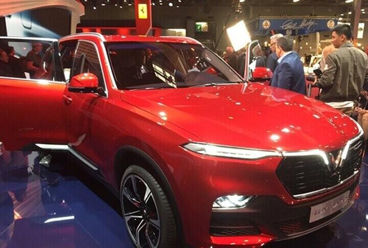 VinFast đã lộ rõ hình hài xuất hiện đầy kiêu hãnh trong sự kiện Triển lãm ôtô Paris 2018