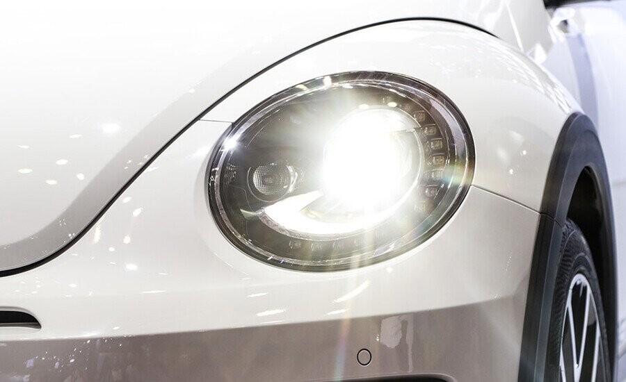 Đèn pha Bi-Xenon cho ánh sáng trắng và chế độ chiếu xa