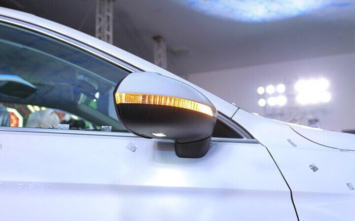 Gương chiếu hậu gập điện, chỉnh điện, tích hợp đèn báo rẽ