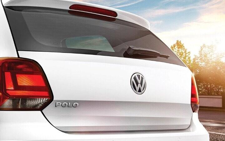 Logo VW có kích thước lớn và nằm ngay vị trí trung tâm khá nổi bật