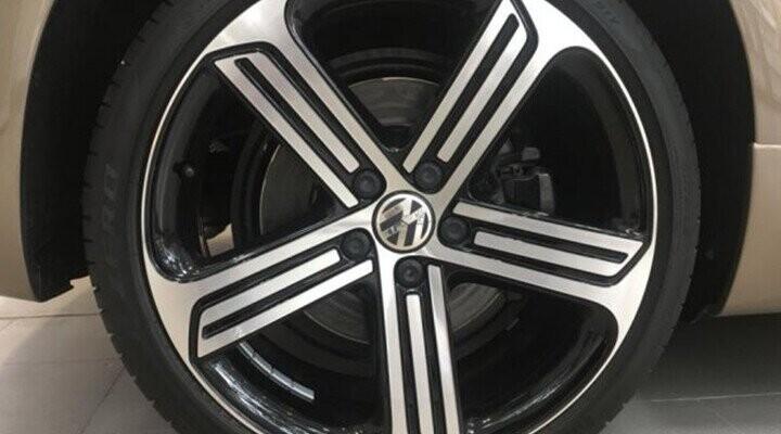 Mâm xe Cadiz thể thao 19-inch đa chấu màu đen mờ với viền màu bạc sáng