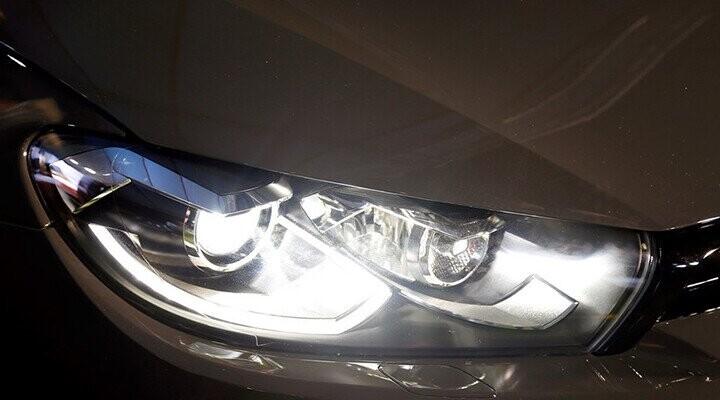 Đèn pha Bi-Xenon tự động mở rộng góc chiếu sáng