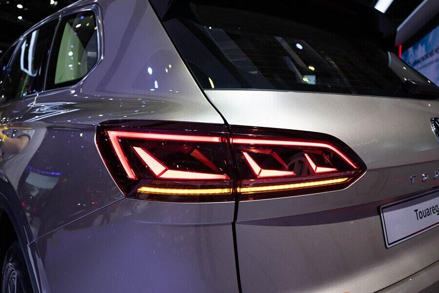 Cụm đèn sau công nghệ LED độ chiếu sáng tương phản cao