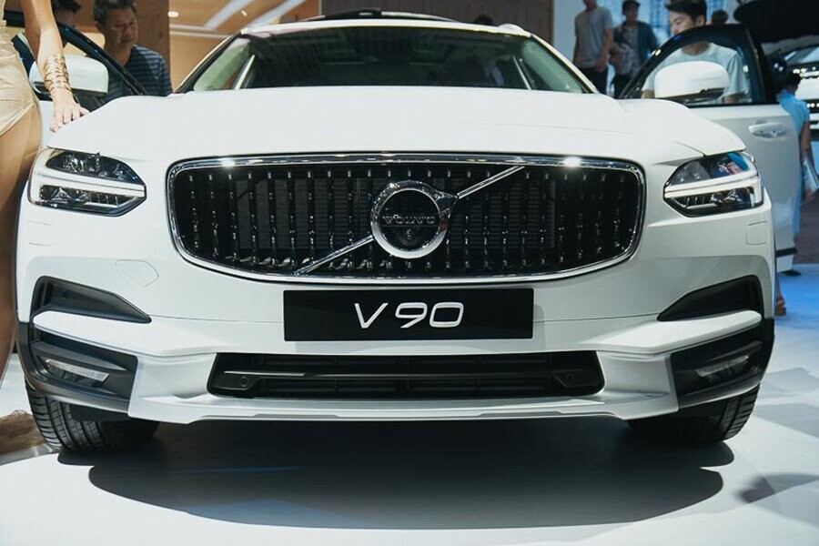 Thiết kế đầu xe nổi bật với cụm đèn pha LED