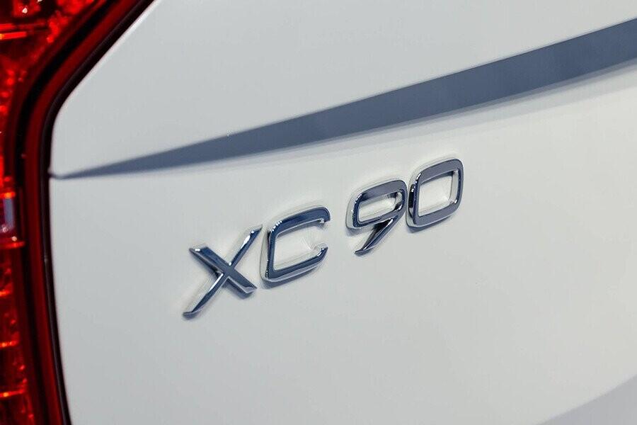 Logo XC90 mạ crom