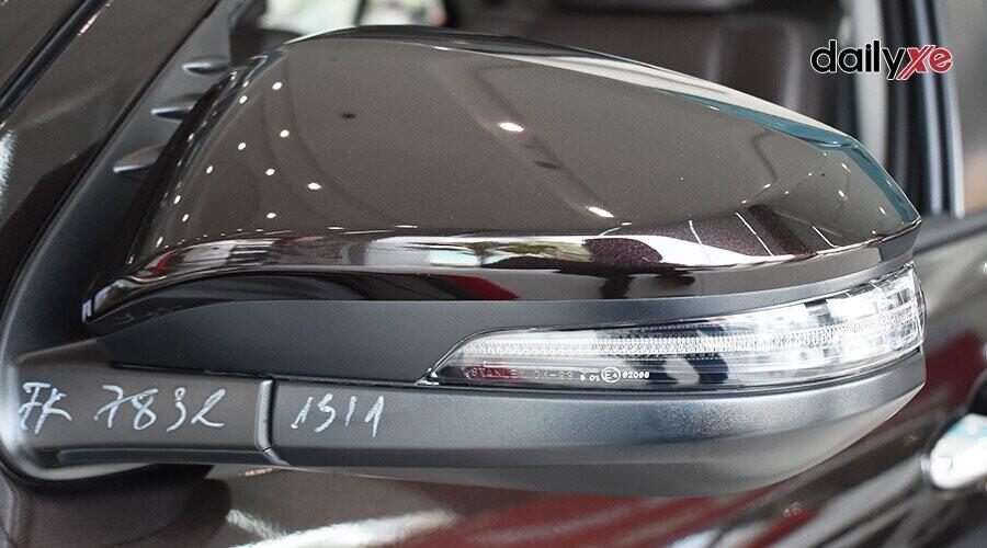 Ngoại thất Toyota Fortuner 2.8V 4x4 - Hình 5