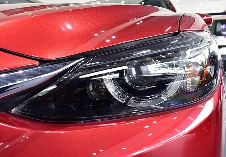 Cụm đèn pha trước công nghệ LED