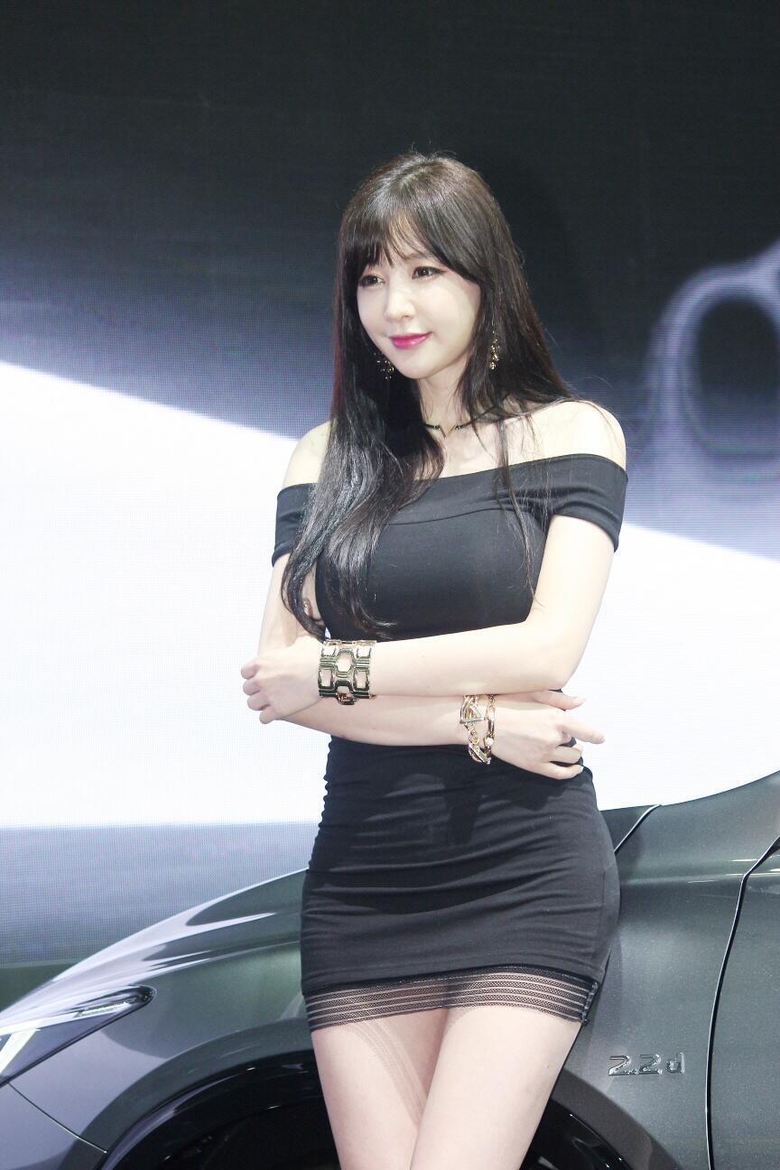 nguoi-dep-hong-ji-yeon-khoe-dang-chuan-han-quoc-ben-xe-hop
