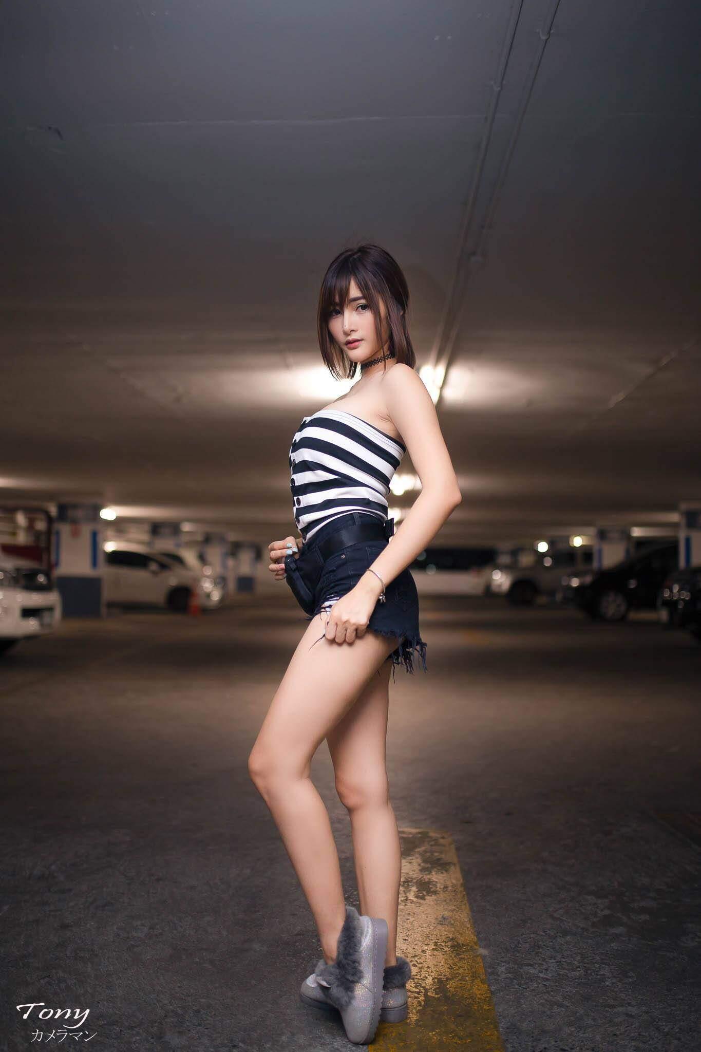nguoi-dep-thai-lan-khoe-ve-sexy-trong-bai-do-xe