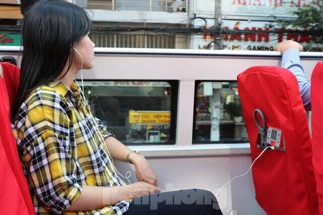 nguoi-sai-gon-hao-huc-trai-nghiem-xe-buyt-2-tang-mui-tran-lan-dau-xuat-hien-a7.jpg