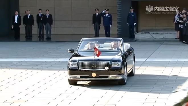 Nhật hoàng Naruhito dùng Toyota Century mui trần trong lễ đăng quang