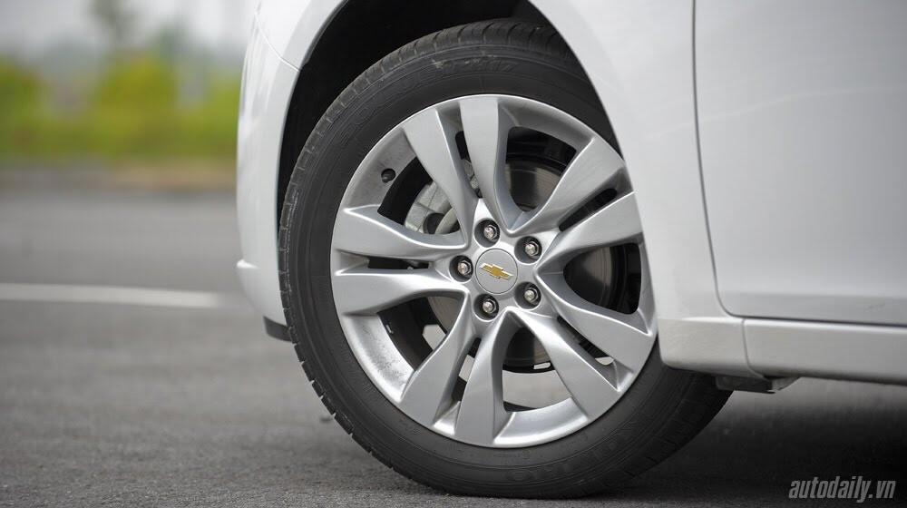 Những tiện ích trên Chevrolet Cruze LTZ 2014 - Hình 7