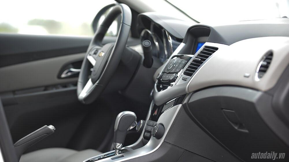 Những tiện ích trên Chevrolet Cruze LTZ 2014 - Hình 13