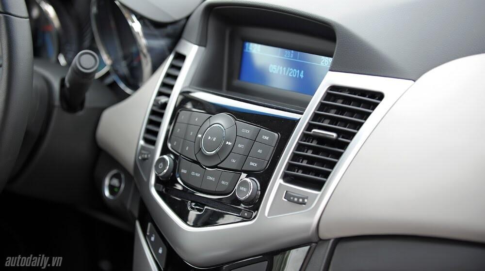 Những tiện ích trên Chevrolet Cruze LTZ 2014 - Hình 14