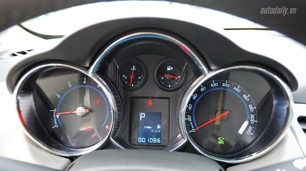 Những tiện ích trên Chevrolet Cruze LTZ 2014 - Hình 15