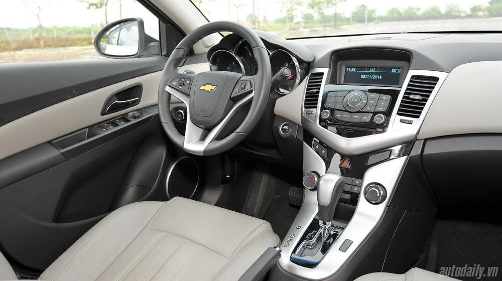 Những tiện ích trên Chevrolet Cruze LTZ 2014 - Hình 17