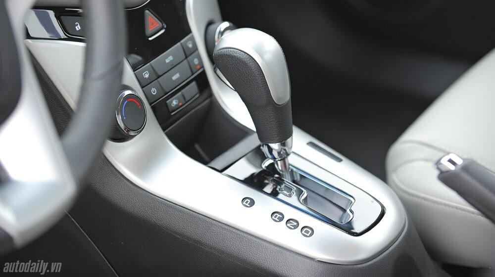 Những tiện ích trên Chevrolet Cruze LTZ 2014 - Hình 26