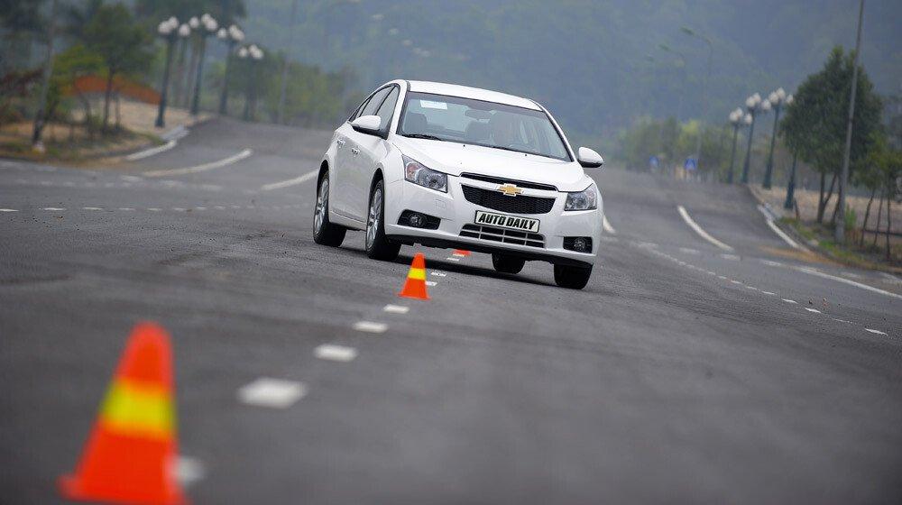 Những tiện ích trên Chevrolet Cruze LTZ 2014 - Hình 30