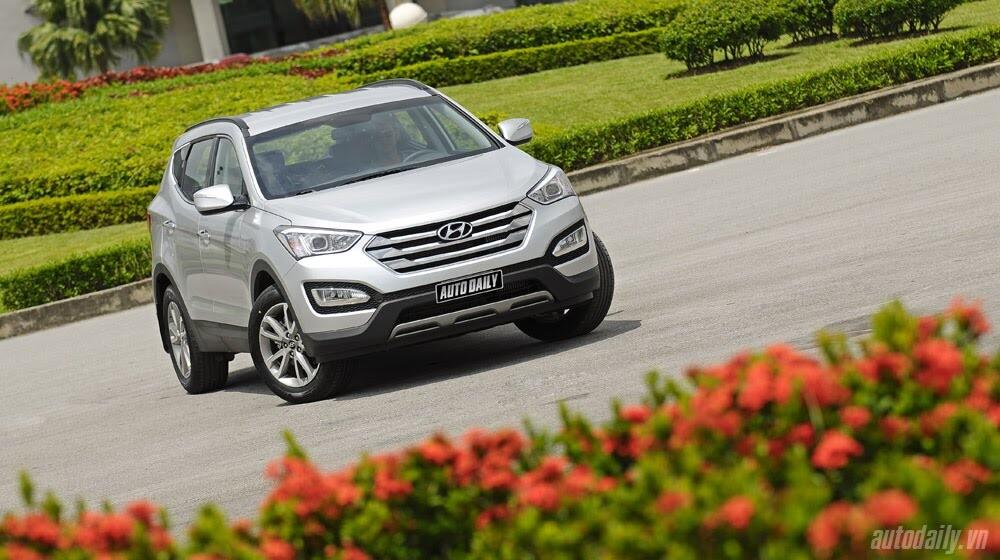Những tiện nghi trên Hyundai Santa Fe 2014, giá bán 1,431 tỷ đồng - Hình 2