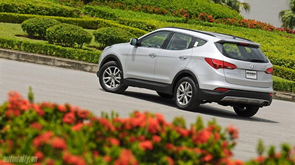 Những tiện nghi trên Hyundai Santa Fe 2014, giá bán 1,431 tỷ đồng - Hình 4