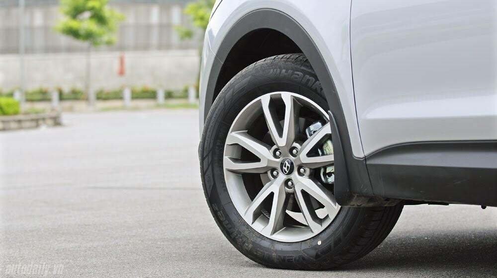 Những tiện nghi trên Hyundai Santa Fe 2014, giá bán 1,431 tỷ đồng - Hình 7