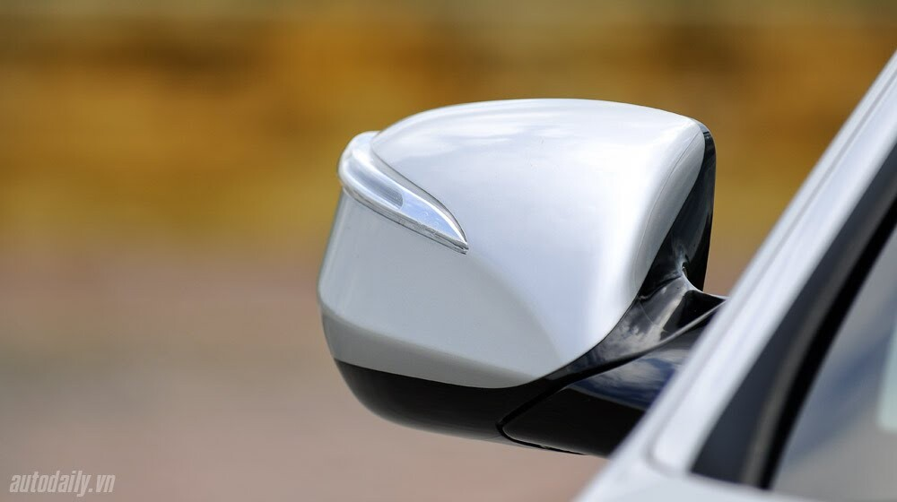 Những tiện nghi trên Hyundai Santa Fe 2014, giá bán 1,431 tỷ đồng - Hình 9