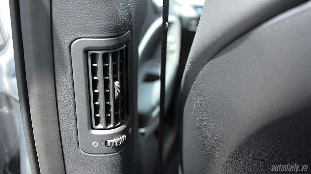 Những tiện nghi trên Hyundai Santa Fe 2014, giá bán 1,431 tỷ đồng - Hình 26