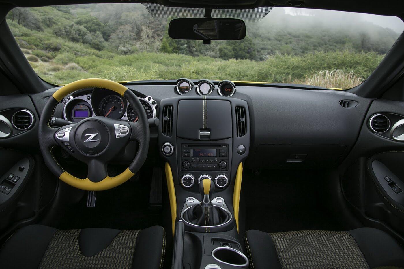 """Nissan 370Z 2018 """"chốt giá"""" từ 29.900 USD - Hình 4"""