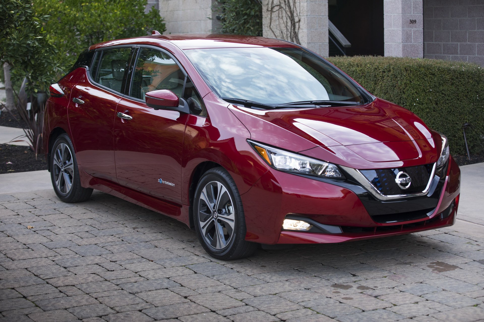 nissan-leaf-2019-xe-o-to-dien-ban-chay-nhat-the-gioi-1.jpg