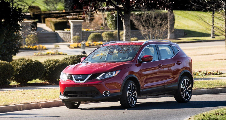 Nissan Rogue Sport 2018 có giá từ 22.615 USD - Hình 1