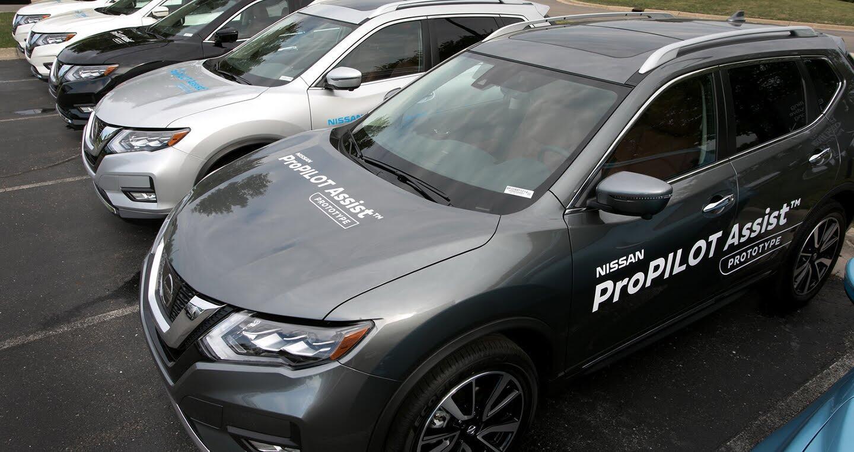 Nissan sẵn sàng trình làng công nghệ lái bán tự động - Hình 2