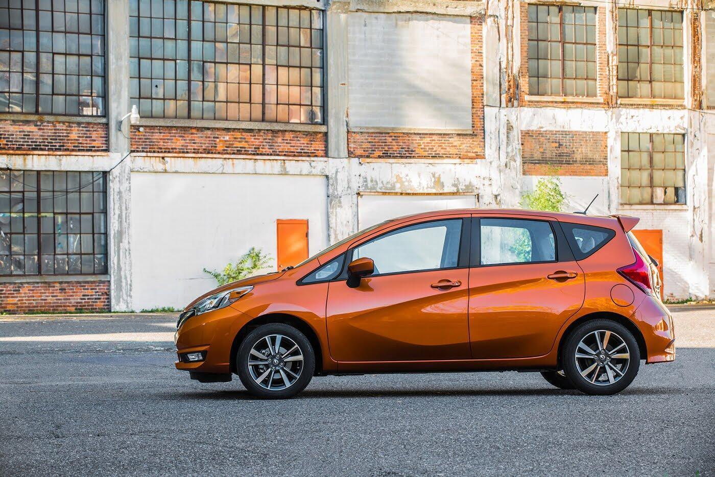 Nissan Sunny 2018 có thêm phiên bản hatchback - Hình 3